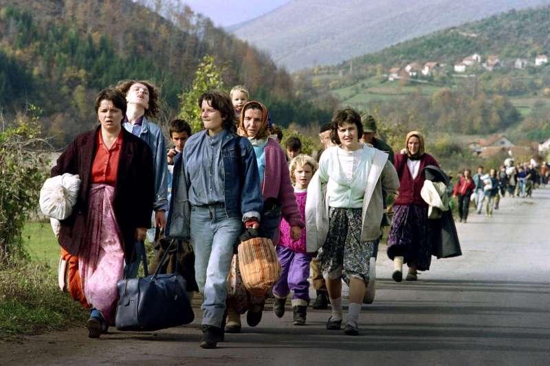 Bosnian women carrying their belongings flee Jajce, Bosnia and Herzegovina, on Oct. 31, 1992.PATRICK BAZ/AFP/GETTY IMAGES